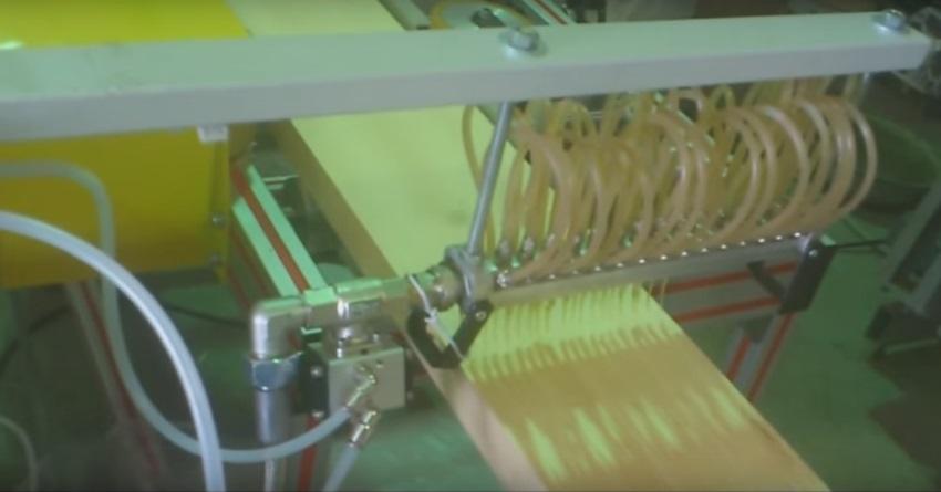 Склеивание древесины - автоматическое нанесение клея